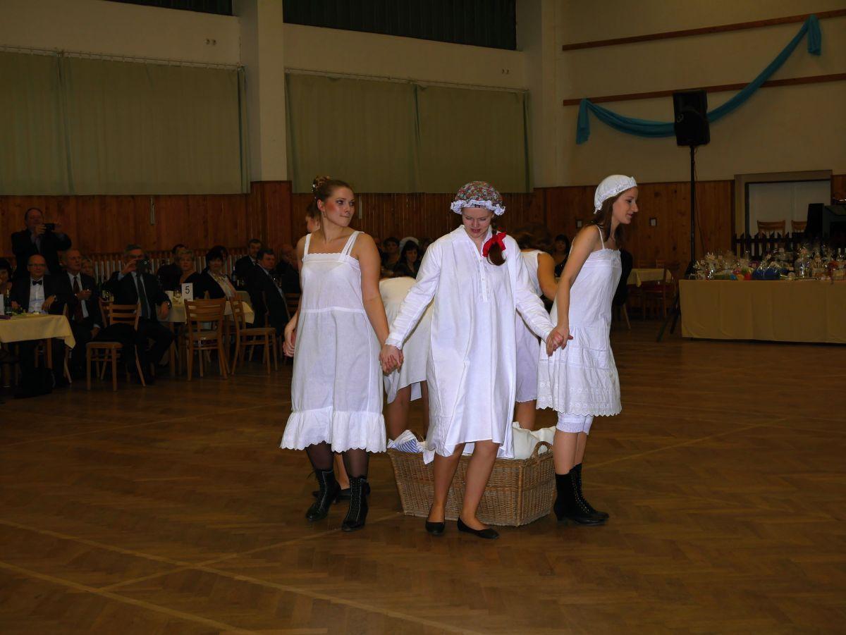 Divadelni-bál-22-018
