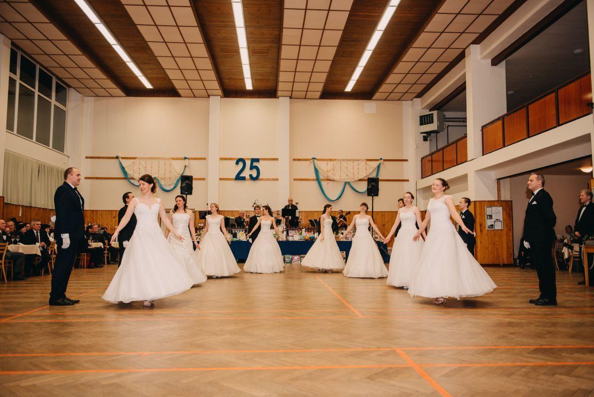Divadelni-bal-25-007-1200