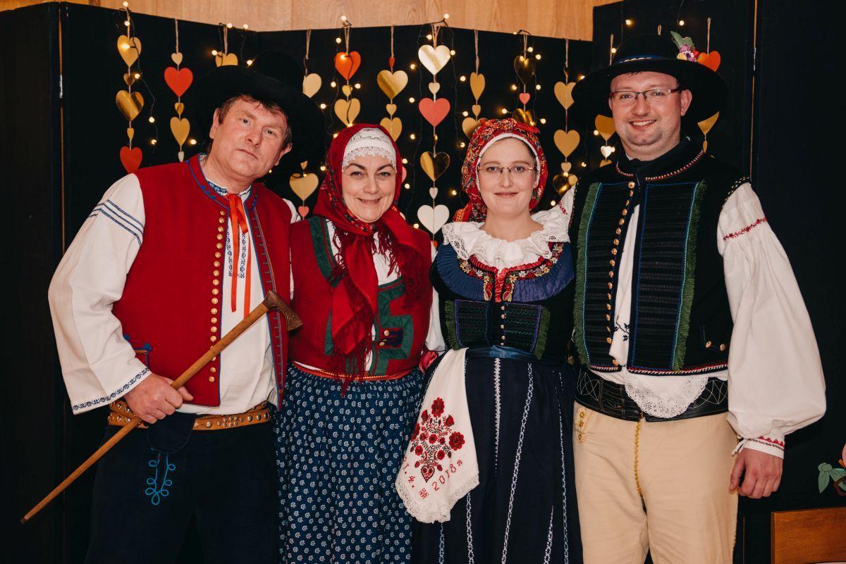 Divadelni-bal-25-043-1200