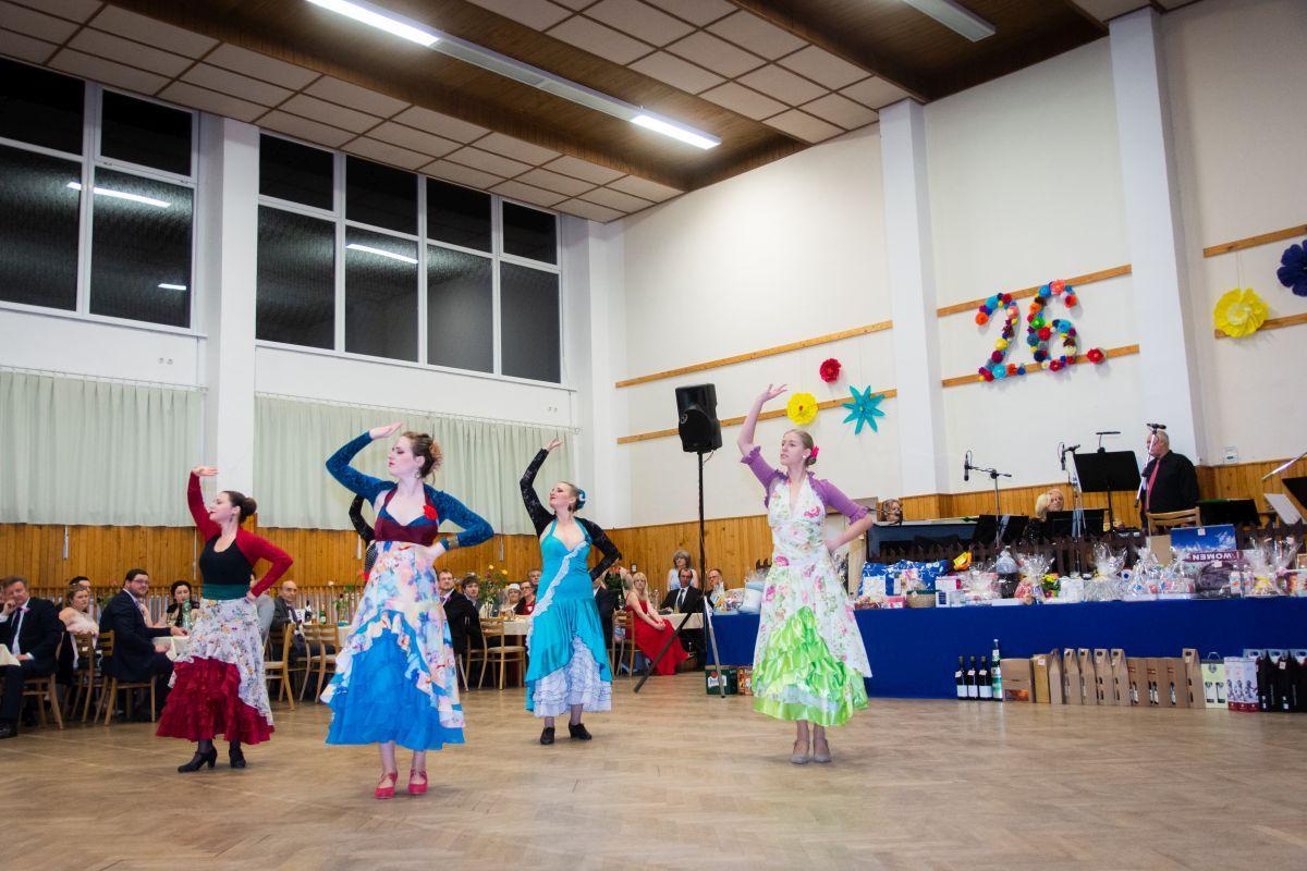 Divadelni-bál-26-037