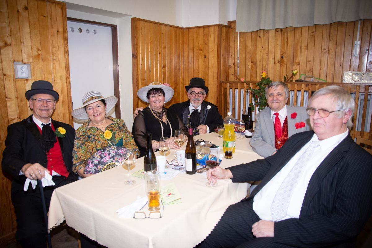 Divadelni-bál-26-057