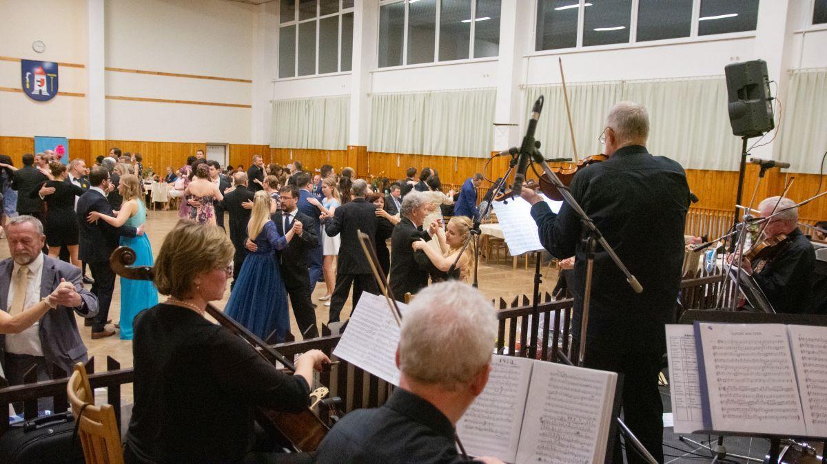 Divadelni-bál-26-088