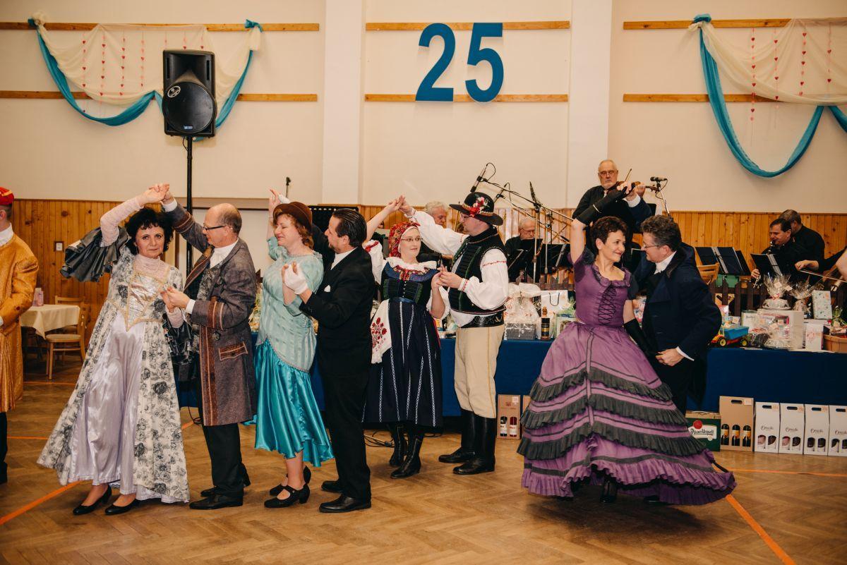 Divadelni-bal-25-036-1200