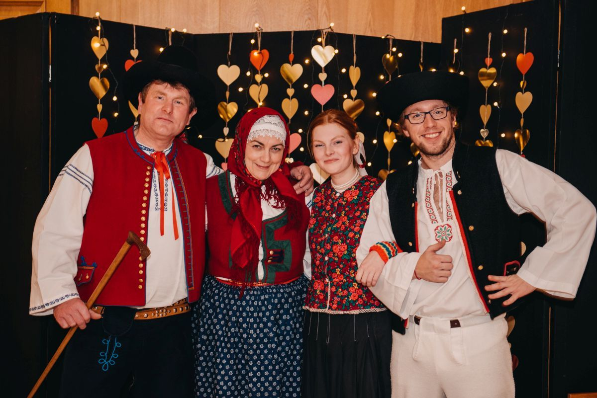 Divadelni-bal-25-044-1200